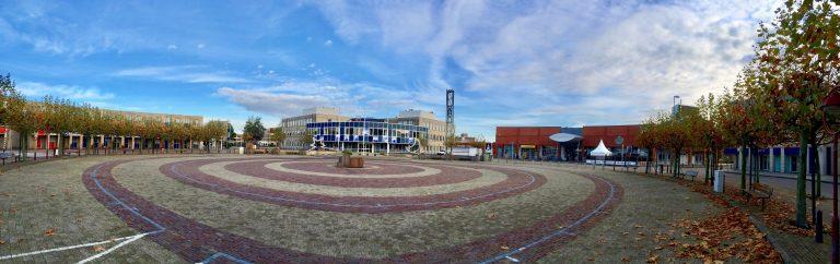 Raadhuis/gemeentehuis Nieuwerkerk met Raadhuisplein