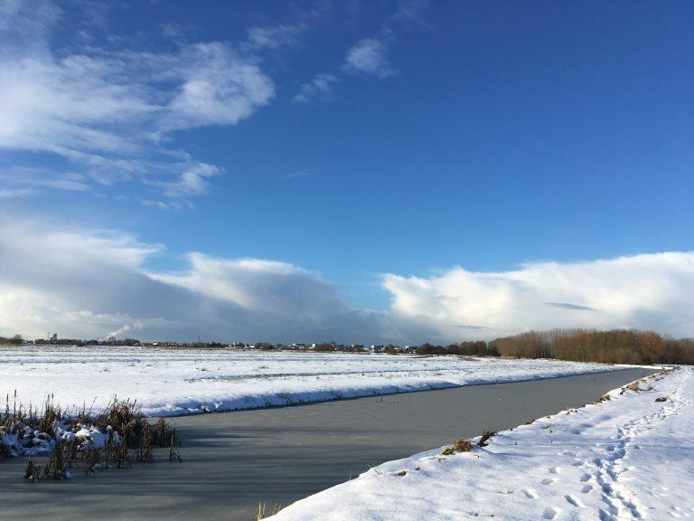 Hitland met sneeuw in de zon