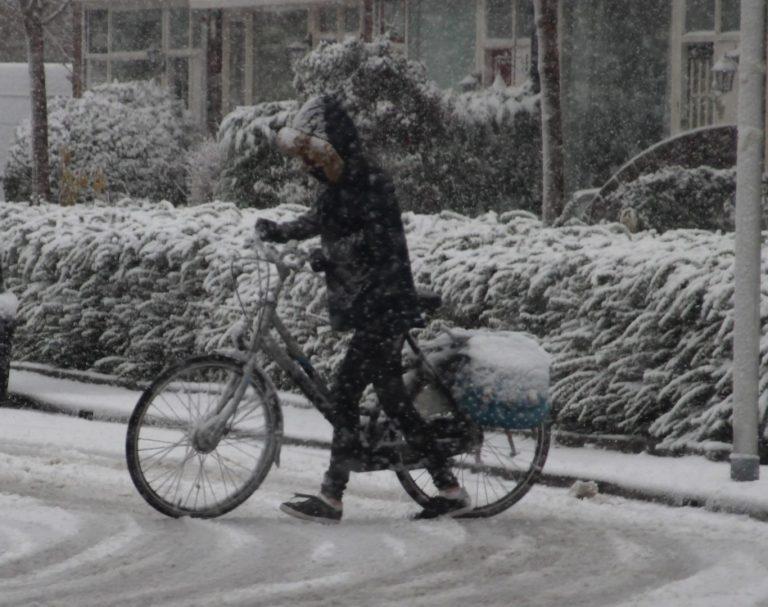 Dik pak sneeuw zorgt voor overlast en plezier