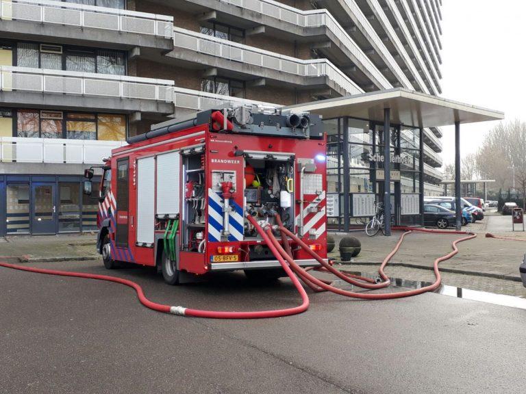 Veel schade door grote brand in flat Schermerhoek