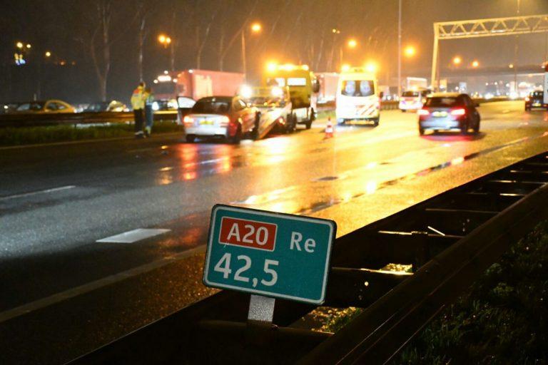 Ruim drie kwartier vertraging op A20 door kleine aanrijding bij Nieuwerkerk