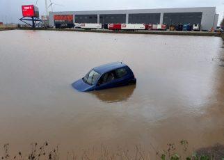 auto te water waddinxveen