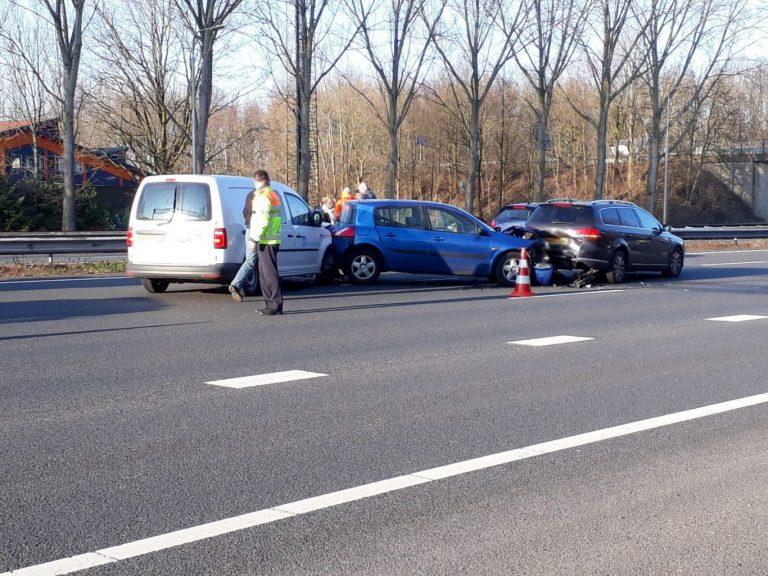 Vijf auto's botsen op hotspot A20