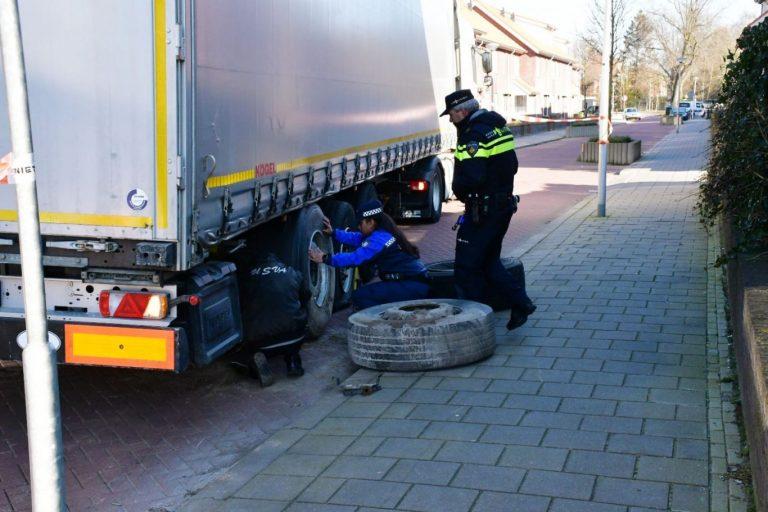 Litouwse chauffeur na 5 uur en nog meer schade onder politiebegeleiding Moordrecht uit