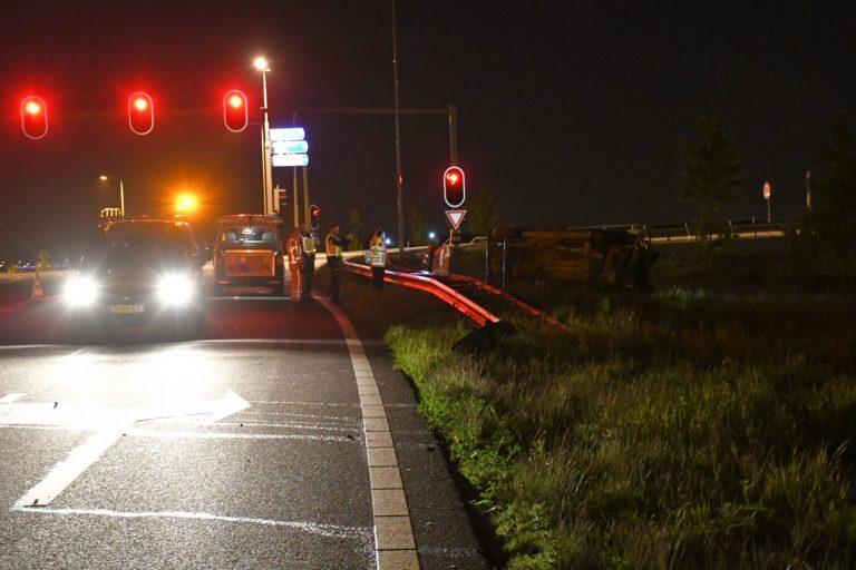 Grote zoekactie door politie bij Moordrecht nadat bestuurder op de vlucht slaat na ongeval