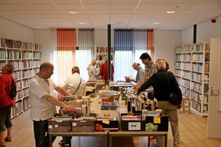 Boekenmarkt in Ringvaartkerk vol verrassende items