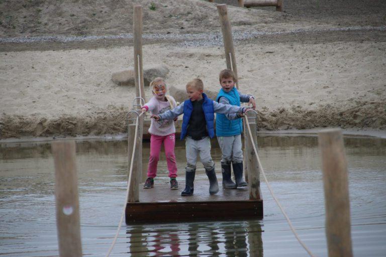 Jongeren pesten kinderen weg in Hennipgaarde
