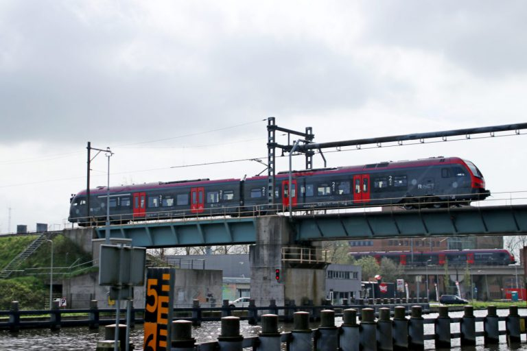 Treinverkeer rond Gouda gestremd door aanvaring spoorbrug