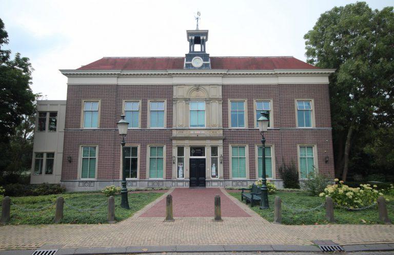 Opening Oudheidkamer het Weeshuis en  beeldentuin tijdens Open Monumentendag