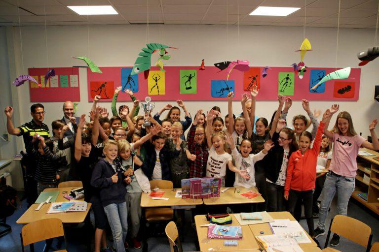 Wisselbeker voor Montessorischool na foutloos verkeersexamen