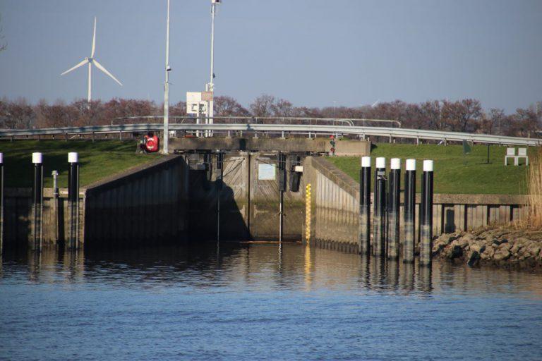 Waterschap: Zwemmen bij Snelle Sluis is levensgevaarlijk!