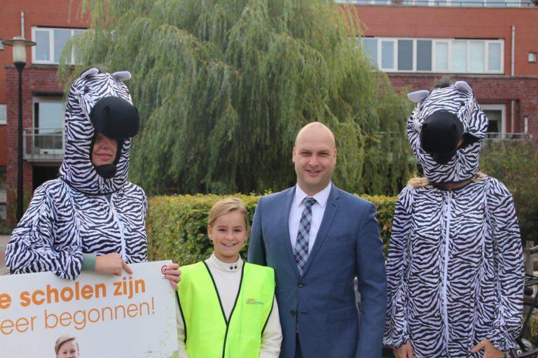 """Wethouder Schuurman met VVN in actie : """"scholen zijn weer begonnen"""""""