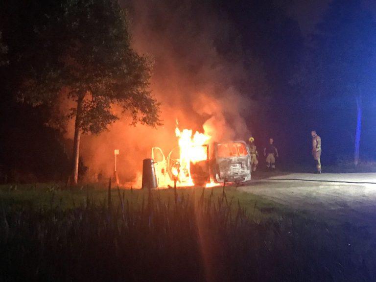 Bestelbus vlak na uitzending Opsporing Verzocht uitgebrand gevonden bij Oud-Verlaat