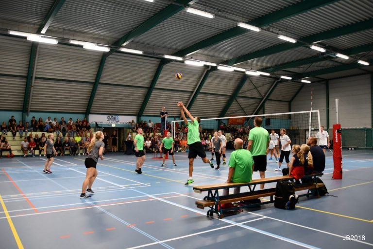 Bedrijfsvolleybaltournooi in Zevenhuizen succesvol met veel deelnemers