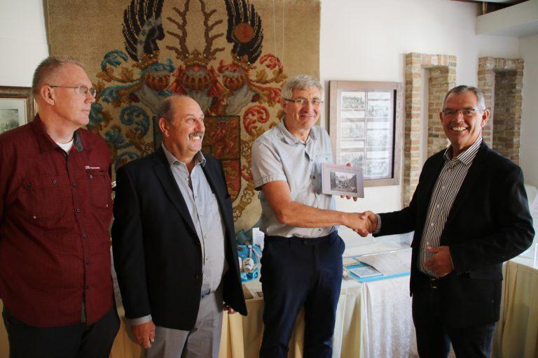 """Presentatie boek """"Moordrecht van toen"""" bij 25 jarig jubileumfeest Historische Vereniging"""