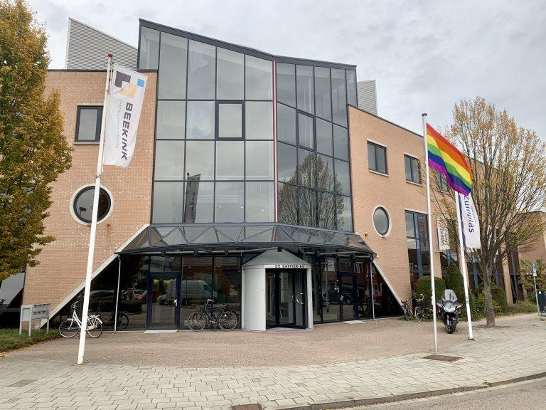 Regenboogvlag in top bij gemeente