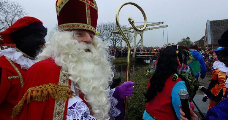 Sinterklaasintocht in Nieuwerkerk: burgemeester Kats in paniek (video)