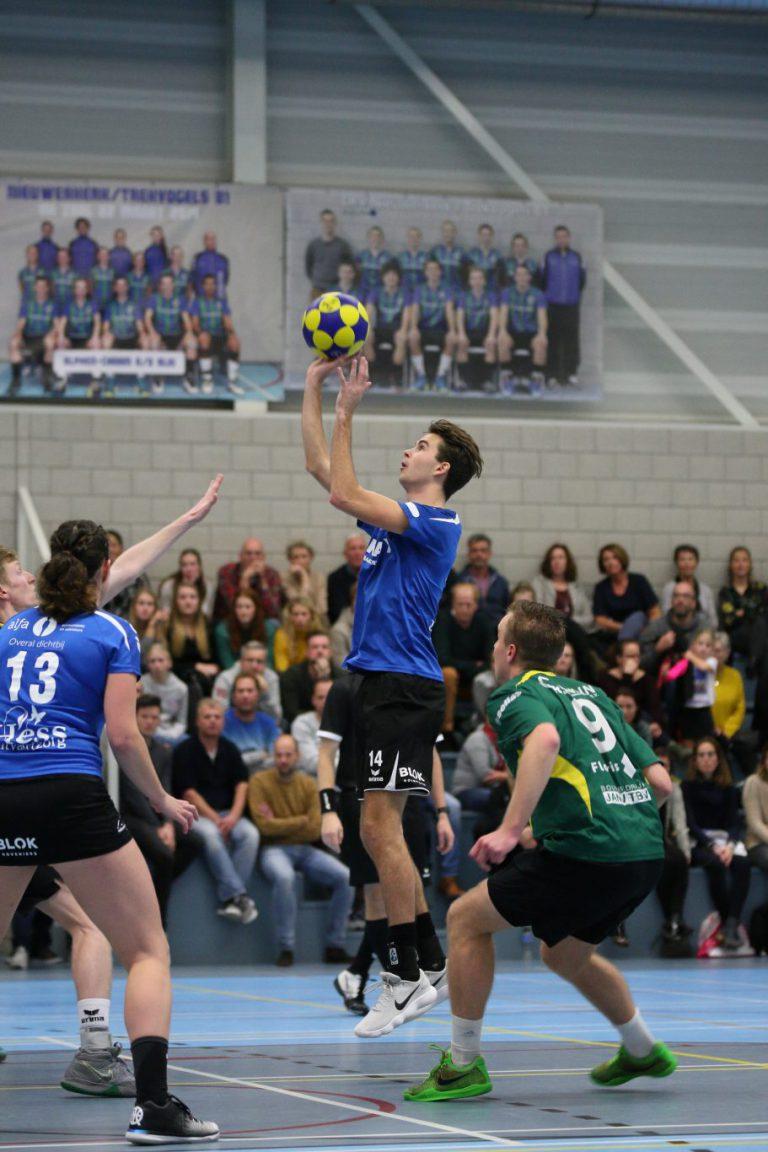 Zuidplas sport weekeinde : vv Nieuwekerk weet niet te winnen en ZVH blijft winnen
