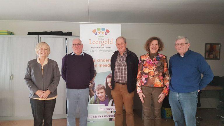 Lions Zevenhuizen-Moerkapelle geeft met donatie steun aan werk Leergeld Hollandsche IJssel