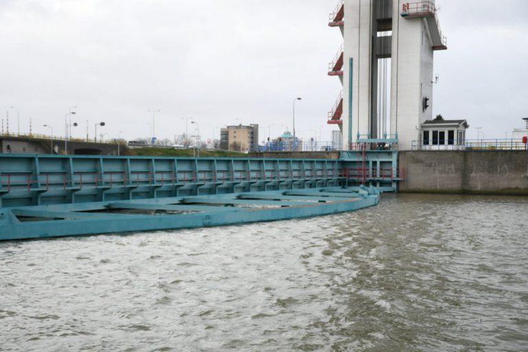 Hollandsche IJsselkering gesloten om waterstand Hollandsche IJssel op peil te houden