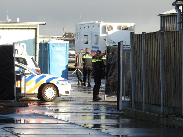 Politie doet grote inval bij opslagterrein in Zevenhuizen bij drugs- en witwasonderzoek