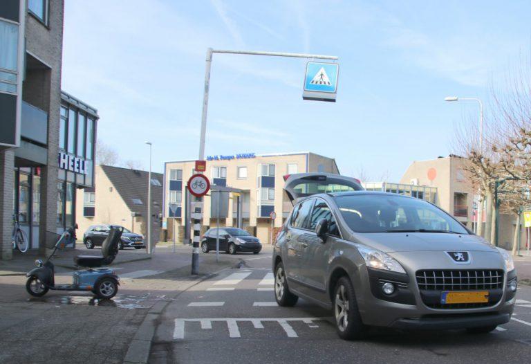 Scootmobiel bestuurder gewond na aanrijding Raadhuisplein in Nieuwerkerk