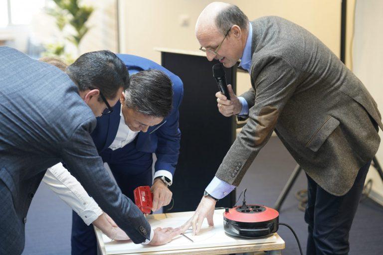 Brede school Moerkapelle nu officieel geopend door solderen symbolische cirkel