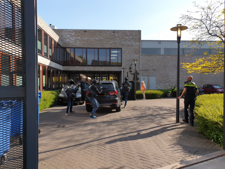 Heftige terrorisme oefening in Comenius College Nieuwerkerk