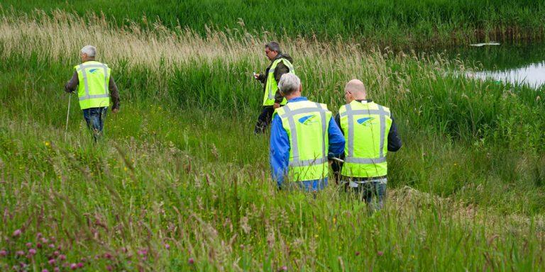 Dijkwachten oefenen kadeinspectie langs de Rotte