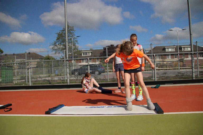 Drukte van belang bij schoolsportweek in Nieuwerkerk (video)