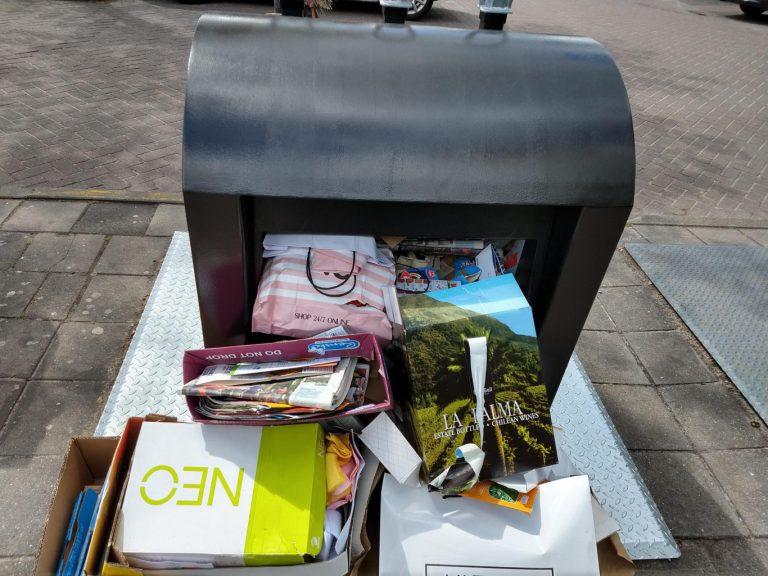 Ingezonden : Oud papier op zaterdag in Nieuwerkerk – chaos op de Reigerhof parkeerplaats