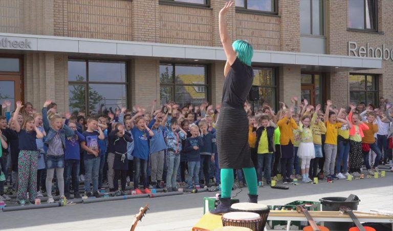 Schoolpleinconcert door de Rehobothschool in Moerkapelle
