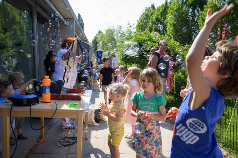 Circus zomerfeest van het Gruttonest trekt ook buurtkinderen