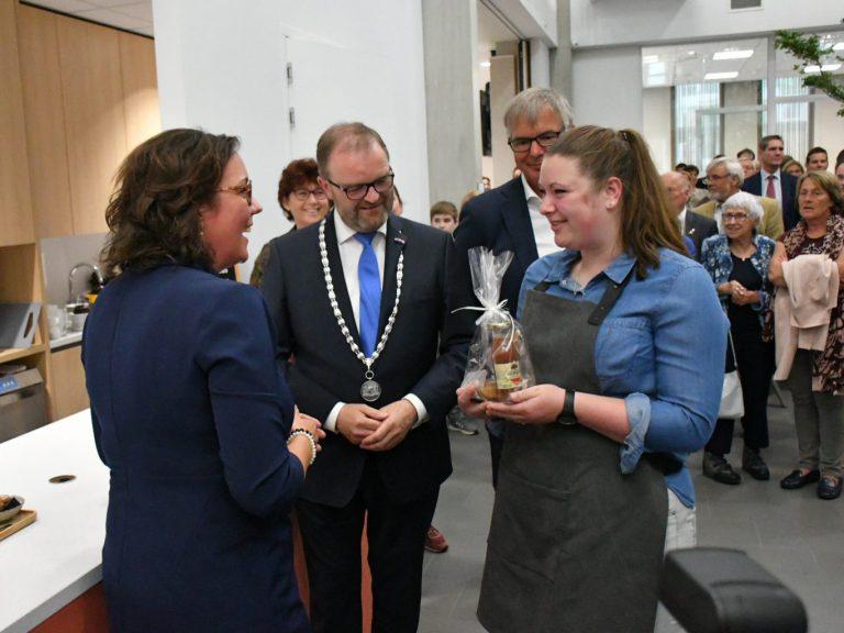 Staatssecretaris van Ark opent nieuw gemeentehuis Zuidplas
