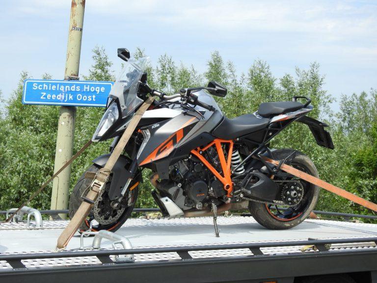 Motorrijder gewond bij val op Schielands Hoge Zeedijk Oost bij Moordrecht