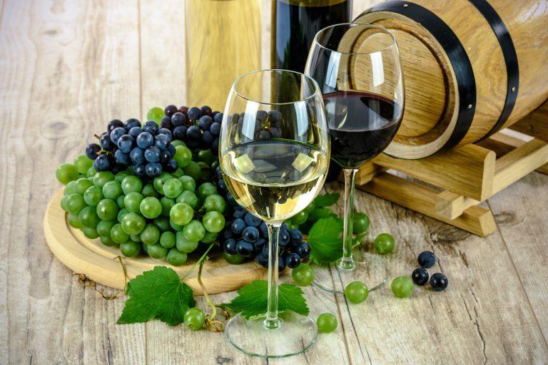 Eerste wijnproeverij in Nieuwerkerk ten bate van de Zonnebloem