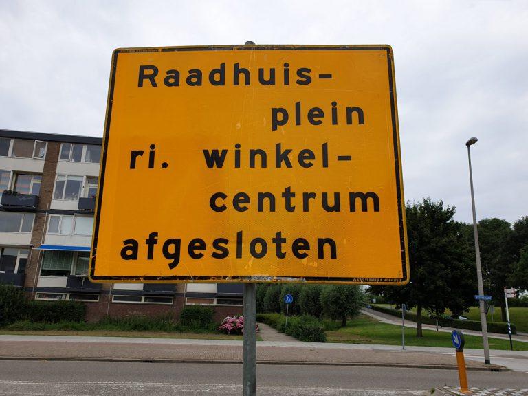 Raadhuisplein deels afgesloten voor verkeer door werkzaamheden