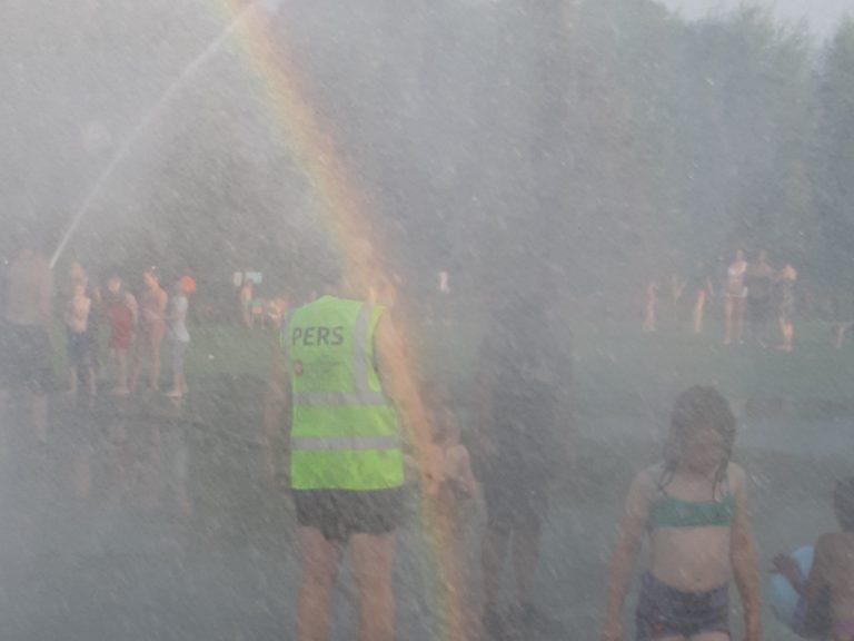 """Fotograaf Gouwe IJssel Nieuws """"onder water"""" bij waterpret met brandweer Moordrecht"""
