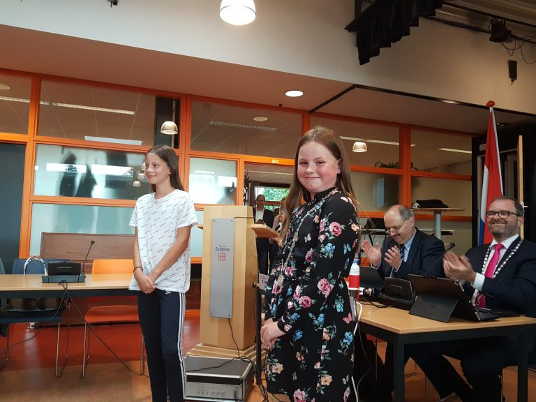 Kinderburgemeester Vienne Zwarteveld krijgt ook goedkeuring van 'grote mensen' gemeenteraad
