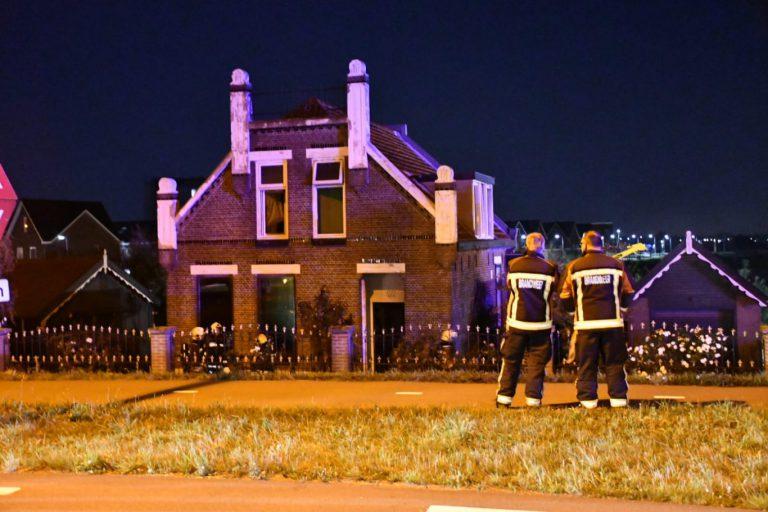 Grote brand in woonboerderij aan Provincialeweg bij Westergouwe