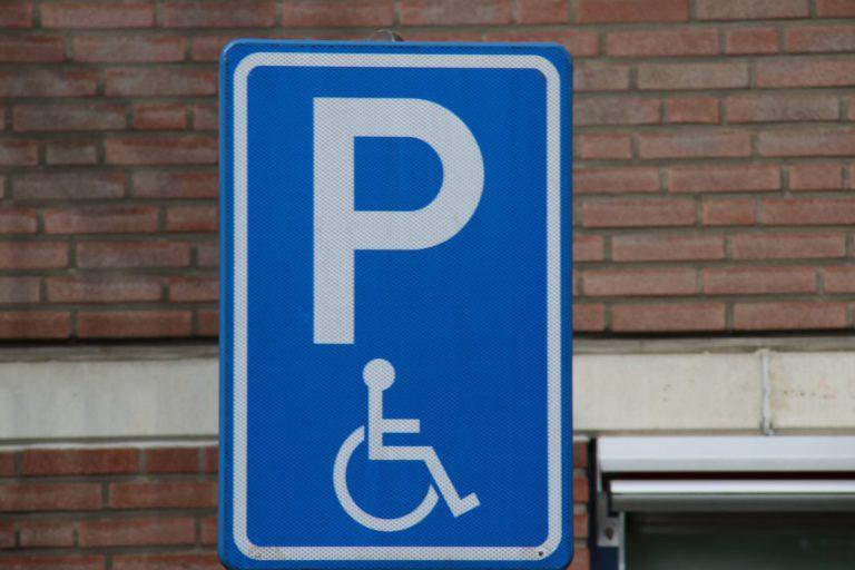 Helft van keuringskosten soms terug bij goedkeuring aanvraag gehandicaptenparkeerkaart