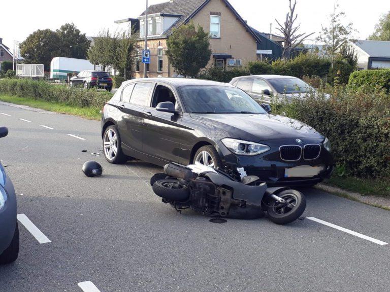 Scooterrijdster zwaargewond bij aanrijding Eerste Tochtweg