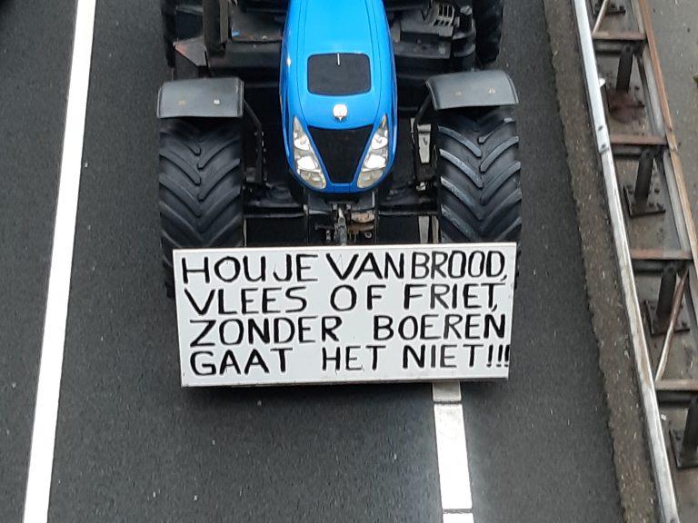 Boerenprotest over A12 richting Den Haag