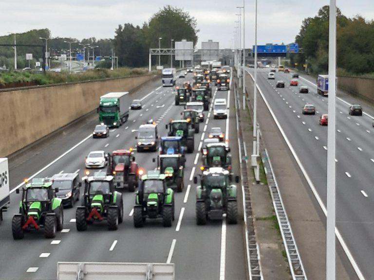 Boerenprotest over A12 richting Den Haag in aantocht bij Gouda