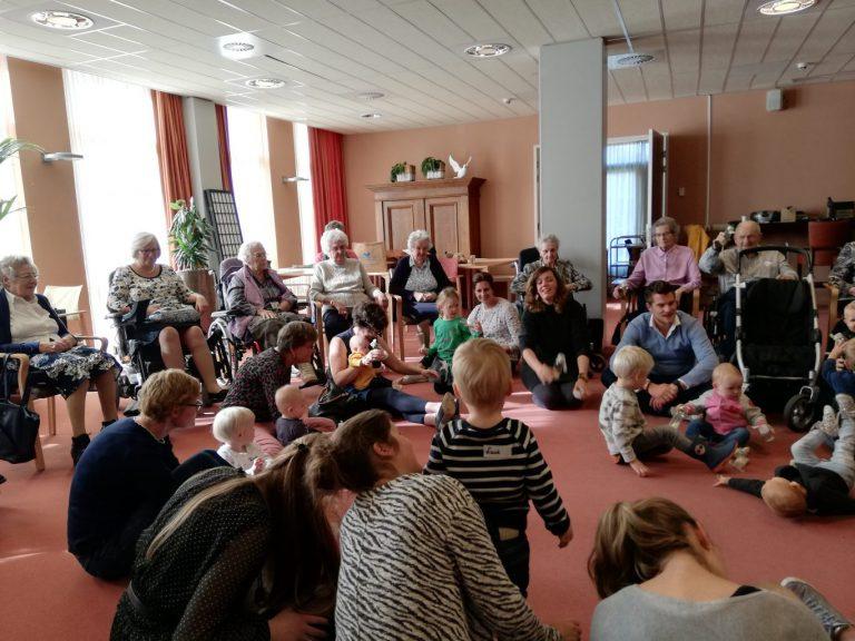 Jong en oud genieten in Beth-San van workshop 'Opa Bakkebaard'
