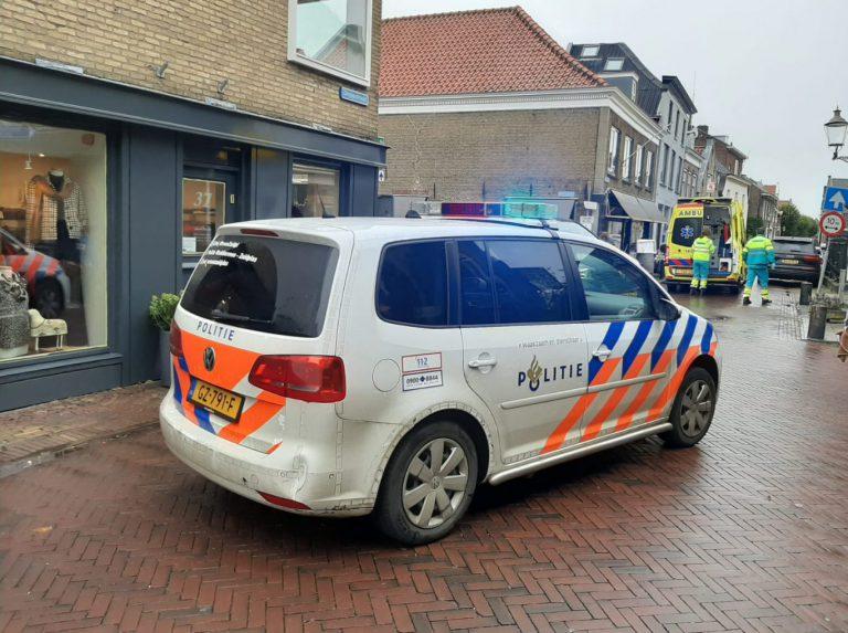 Wielrenner door bus geraakt in smalle Dorpsstraat van Moordrecht