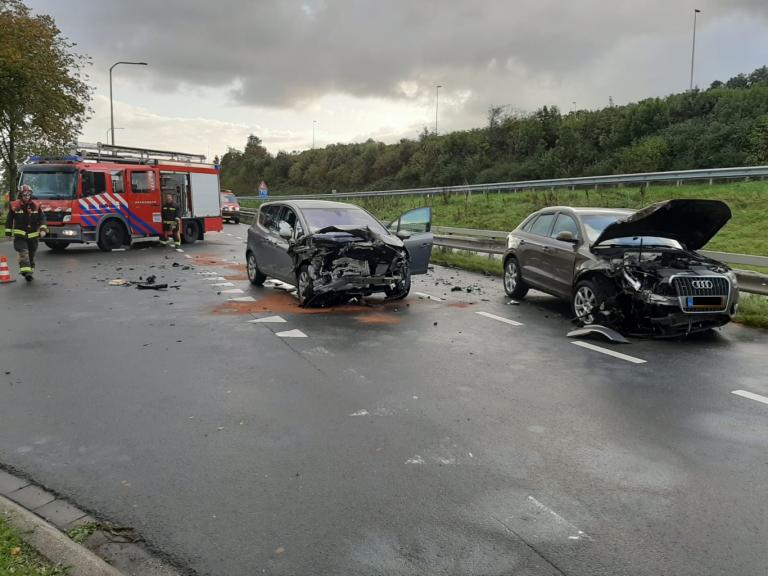 Gewonden en veel schade bij aanrijding Zuidelijke Rondweg Waddinxveen