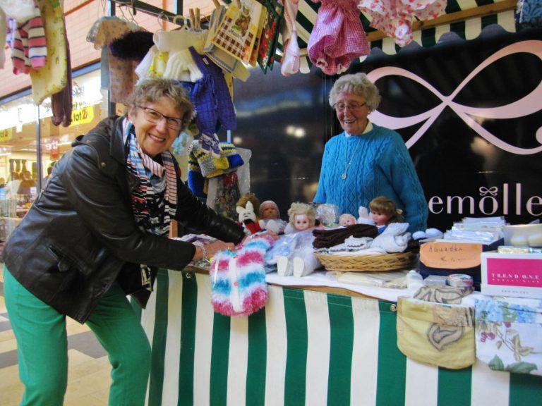 Nieuwerkerks Vrouwenkoor heeft jaarlijkse verkoop in de Reigerhof
