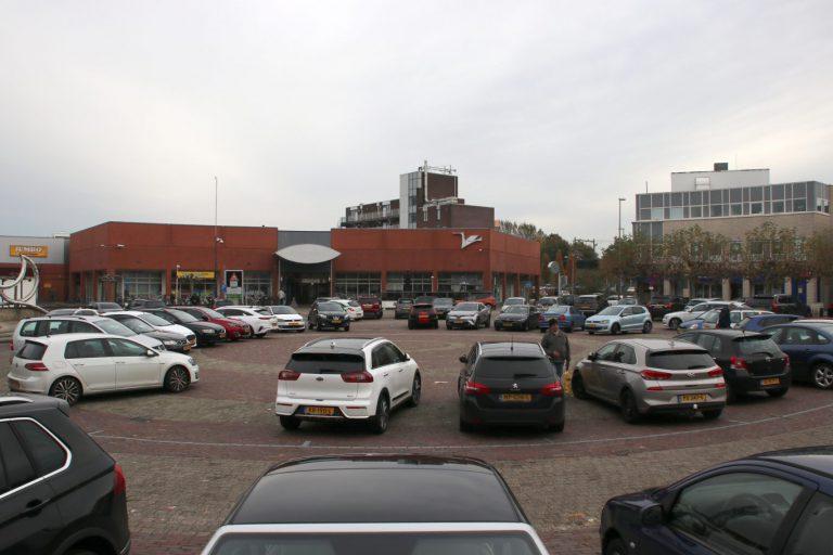 Van Drenth (NEZ) wil af van  kale vlakte Raadhuisplein