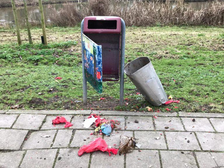 Politie zoekt getuigen over de vernielingen oud en nieuw, VVD stelt vragen over wegblijven politie na meldingen